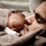Dit is waarom samen slapen goed is voor ouder en kind