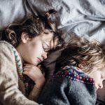 Kinderen slapen steeds slechter en dit is de oorzaak
