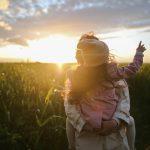 Psychologen van Harvard: Ouders die kinderen positief opvoeden doen deze 5 dingen