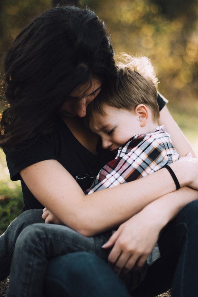 kind vervelend moeder in de buurt